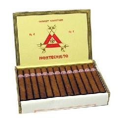 UN ETUI DE 3 CIGARES HAVANES (MONTECRISTO Nr 4)